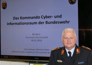 Generalmajor Vetter bei der Vorstellung des Kommandos Cyber- und Informationsraum der Bundeswehr