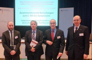 Dr. Eric J. Ballbach, Dr. Oliver Thränert, Dr. Klaus Olshausen, Kurt Herrmann (von links)