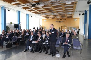 Generalleutnant a.D. Dr. Klaus Olshausen während der Diskussionsrunde