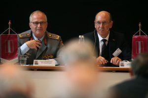 General Zorn und der Präsident der Clausewitz-Gesellschaft, Generalleutnant a.D. Kurt Herrmann (v.l.)