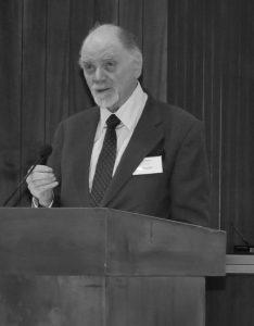 Peter Paret bei einem Vortrag auf dem Berliner Forum 2010 der Clausewitz-Gesellschaft e.V.