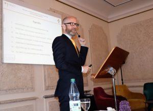 Foto: Dr. Peter Tauber bei seinem Vortrag