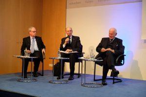 Das Panel, Dr. Atzpodin, Herrmann und Dr. Wallraff, stellen sich den Fragen aus dem Auditorium